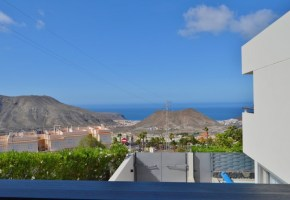 Contemporary 3 Bed Villa  for sale, In Las Aguilas Del Teide 562,000€