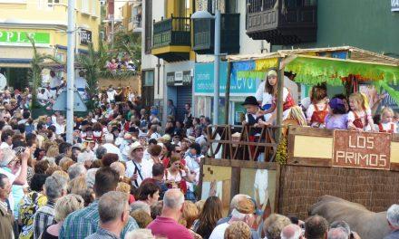 Paseo Romero y Festival Folclórico en el día de Canarias portuense