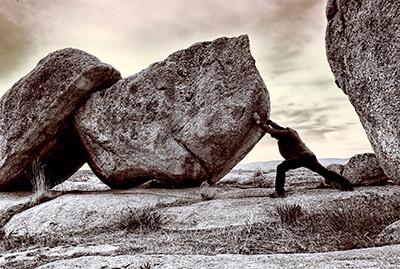 Empujando la roca
