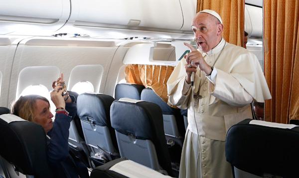 Saludo del Santo Padre a los periodistas