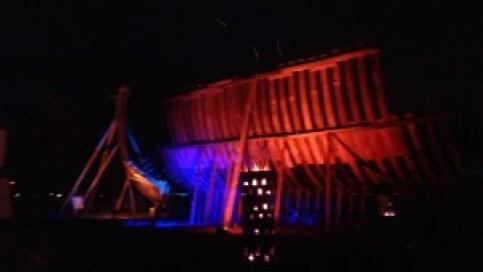 La coque en construction du Jean-Bart, magnifiquement éclairée par Ronan.