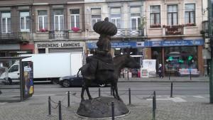 Statut de Nasreddine à Bruxelles.  Seul un conteur pouvait me la faire découvrir...