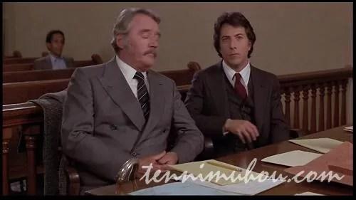 法廷でビリーの養育権を争うテッド