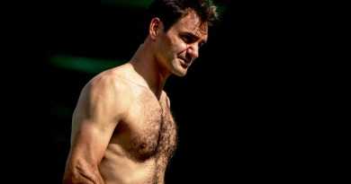 Roger Federer stuns the world with a shirtless picture