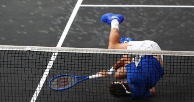 Roger Federer and Alexander Zverev defeated Shapovalov and Jack sock in straight set
