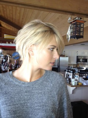 Maria Sharapova Facebook picture new haircut 2012