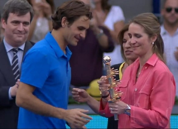 Roger Federer Madrid 2012 tennis racquets trophy phallic presentation gold pictures images photos screencaps