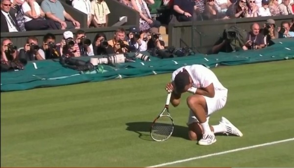Tsonga reaction after family jewels shot nuts balls privates bollocks hit Andy Murray photos pictures images screencaps