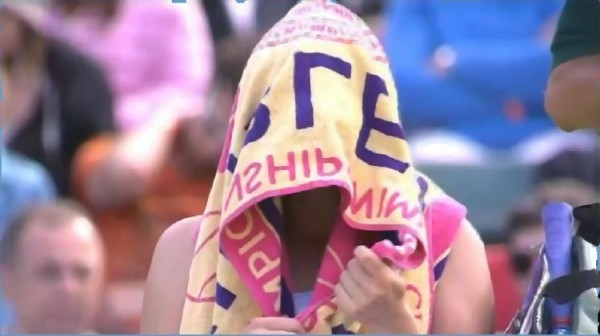 Vera Zvonareva towel over head fist clench pictures photos images screencaps