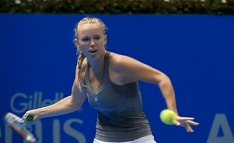 Caroline Wozniacki lining up forehand tennis ball blonde braid photos pictures