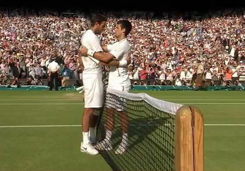 Nole Novak Djokovic DelPo Juan Martin DelPotro hug embrace at net semifinal Wimbledon 2013 pictures photos screencaps