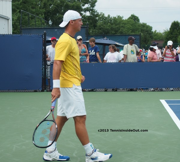 Ricardas Berankis Cincinatti pictures yellow white kit racquet backwards white hat