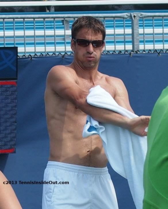 Tommy Robredo Cincinnati practice shirtless sweaty towel sunglasses sexy