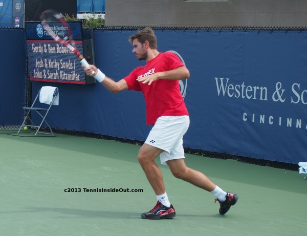Cincinnati Masters Western and Southern US Open practice semifinals forehand follow through inside out forehand red Yonex T-shirt white shorts black shoes pics