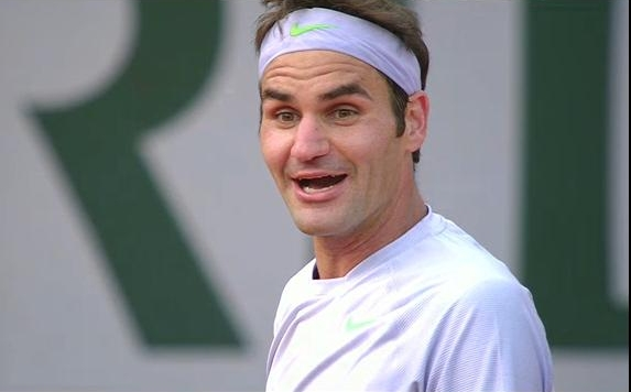 Roger Federer amused surprise Devarrman match Roland Garros 2013 dorky expression photos pics