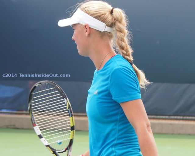 Caro Wozniacki practice session Babolat racquet blonde braid photos Cincy