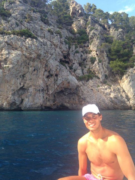 Rafael Nadal tweets picture water shirtless pink shorts trunks bathing suit swimming photos