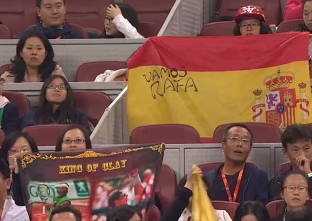 Chinese Rafa fans Spanish flag tiebreak Klizan match