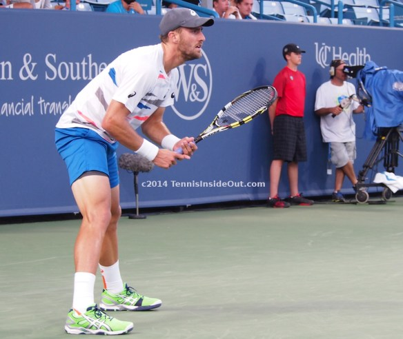 Stevie Johnson return Babolat racquet turquoise shorts hot legs Cincinnati Open 2014 Benoit Paire match photos pics images
