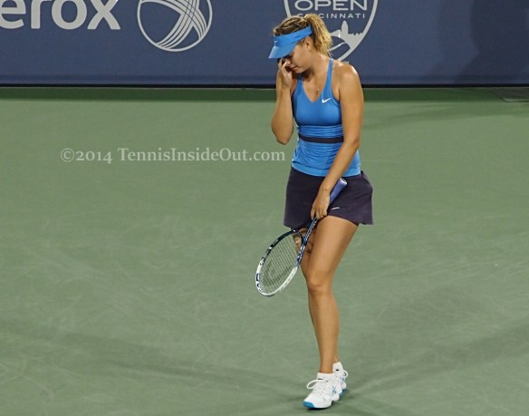 Maria facepalm frustration lament pretty blue dress racquet visor pics Cincy