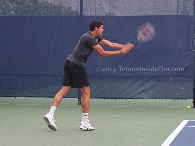 Milos Raonic stretching backhand muscles calves nice ass sweaty shirt pics photos Cincinnati practice