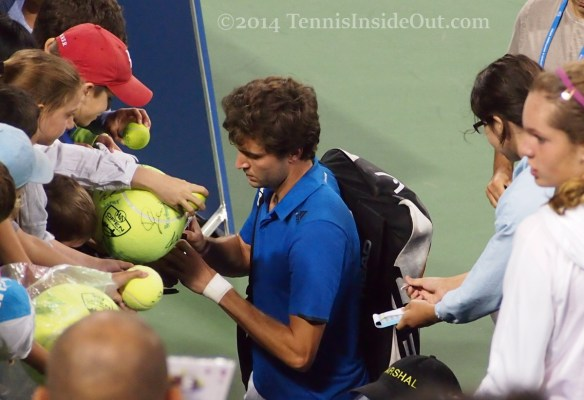 Gilles Simon signing autographs for kids Western and Southern Open Cincy pretty face