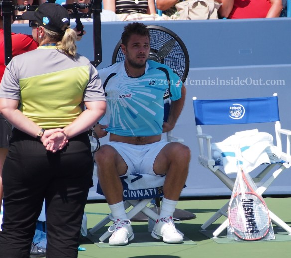Western and Southern Open Stan Wawrinka changeover security guard hint of tummy
