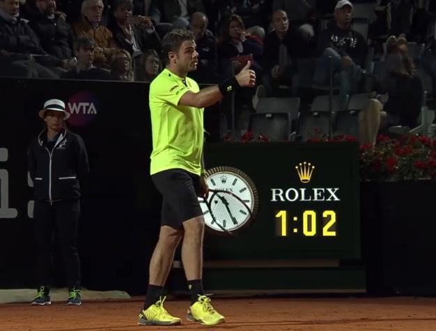 Wawrinka sarcastic thumbs up Benoit Paire match