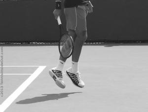 Roger Federer airborne feet not touching the ground little hop sexy long hairy bare legs black Wilson racquet white Nike shoes Cincinnati Masters August 2013 photos pics images screencaps
