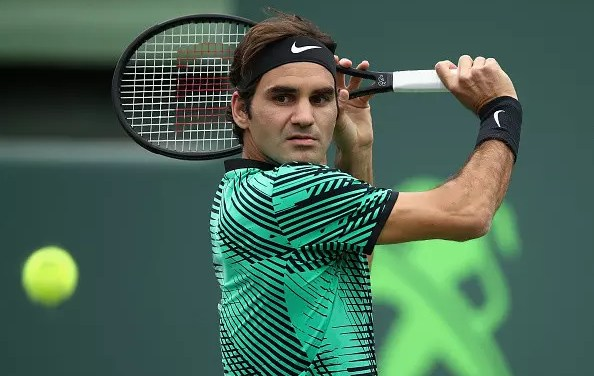 Federer keeps his momentum going