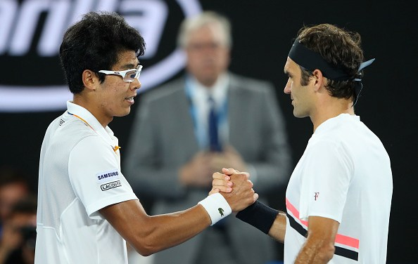 Melbourne | Federer advances as Chung retires