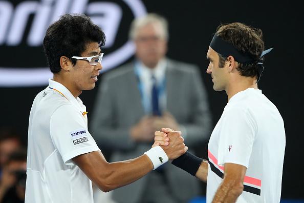Melbourne | Federer advances as Chung retires