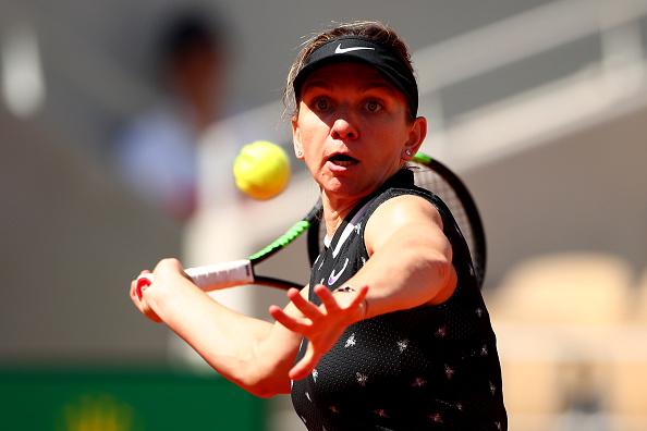 Paris | Halep sweeps into quarters to meet Anisimova