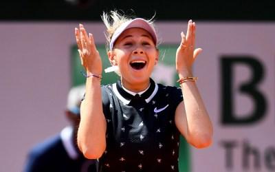 Paris | Anisimova stuns Halep to meet Barty in semis