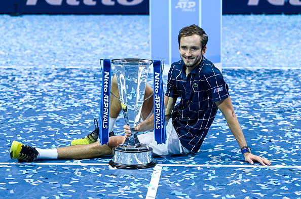 Medvedev makes a clean sweep at the final O2
