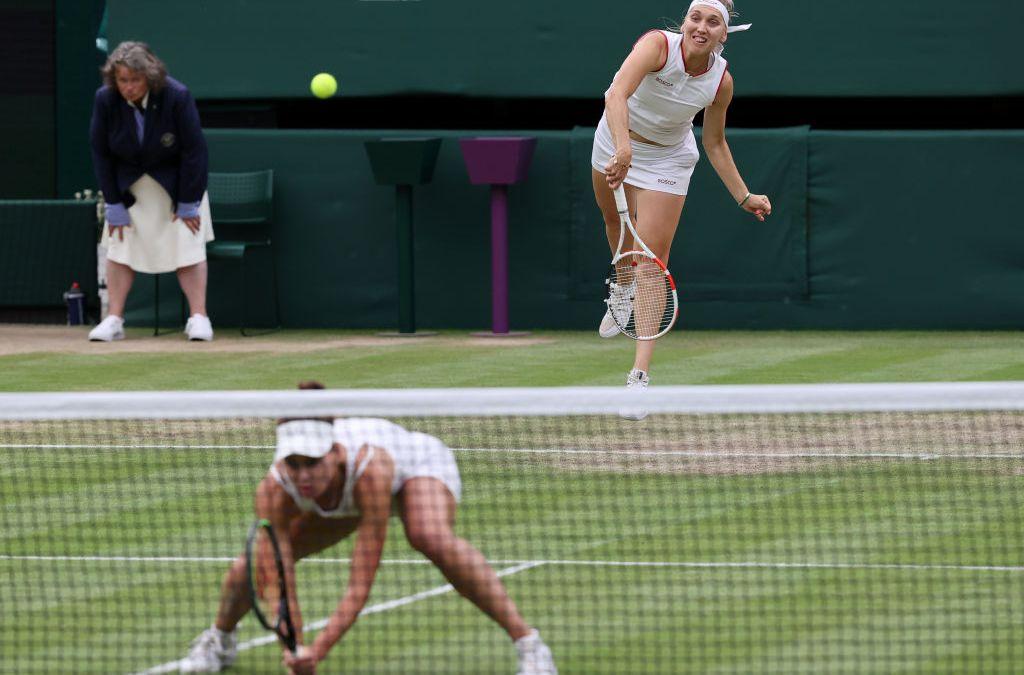Krejcikova & Siniakova reach doubles quarter-finals
