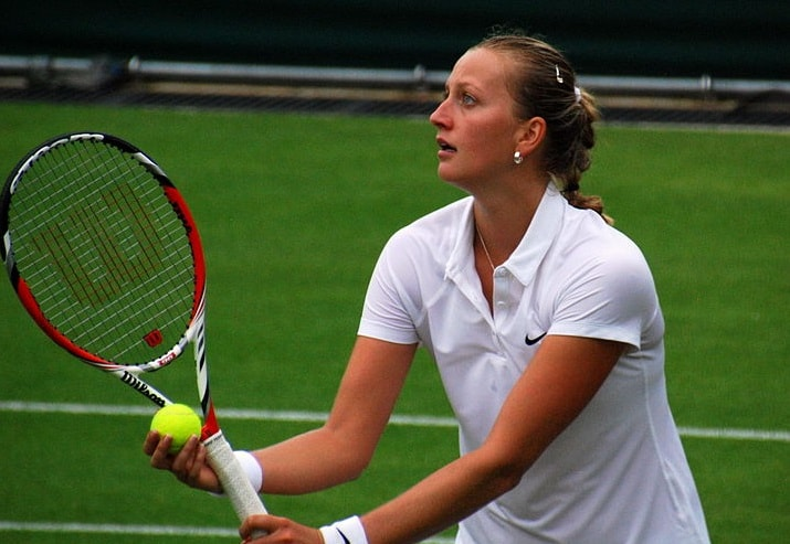Form Kvitova downs Azarenka to reach St Petersburg quarters
