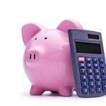 ピンクの豚の貯金箱と電卓