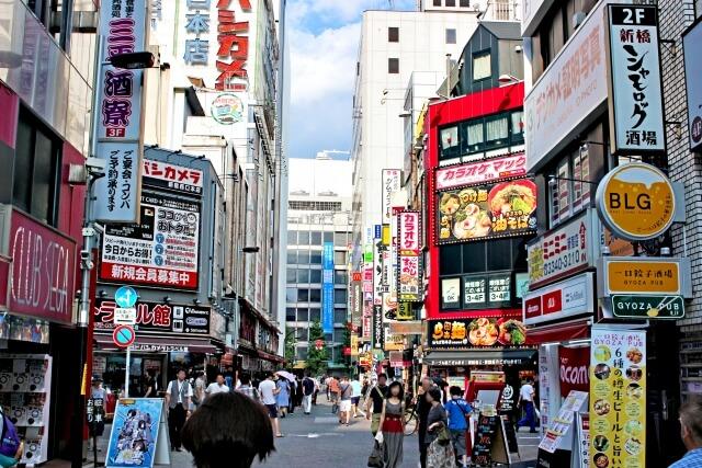 新宿駅西口の電気街