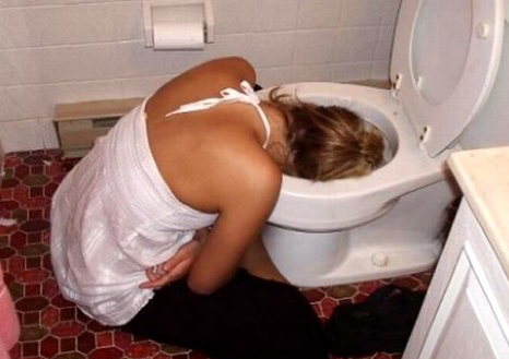 girl_vomiting_in_toilet