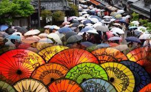 Indahnya Ribuan Payung Warnai Basahnya Tsuyu Musim Hujan Di Jepang