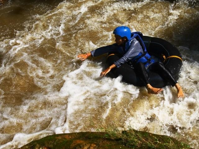 Foto: Aktivitas river tubing di Sungai Blimbing (dokumen pribadi)