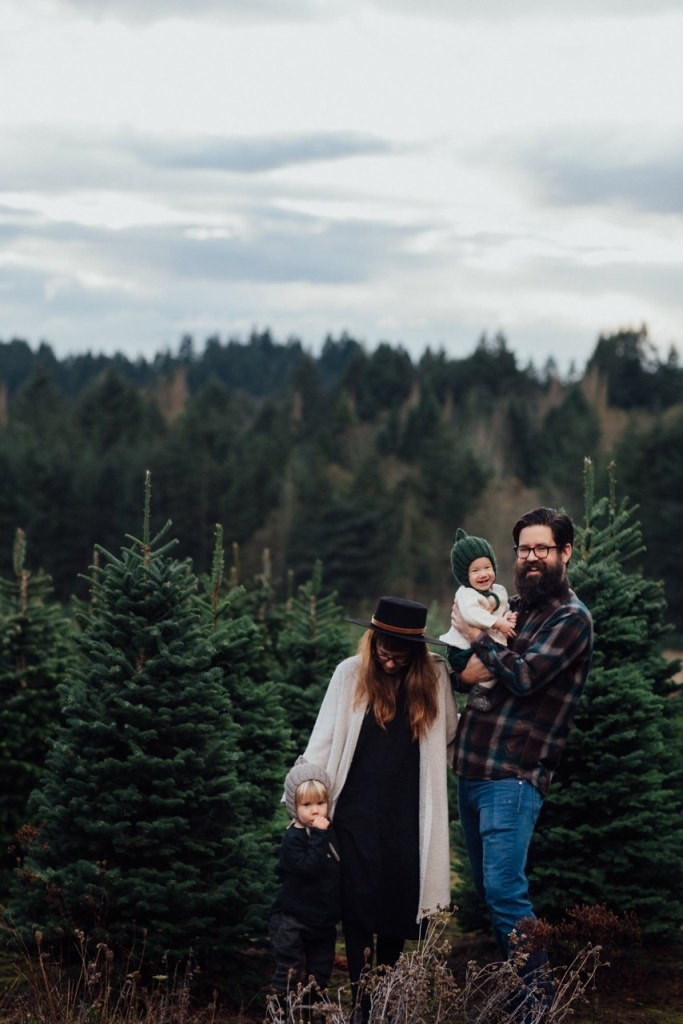 Easy steps to getting the perfect holiday family photo - for this year's Christmas cards! Ten Thousand Hour Mama