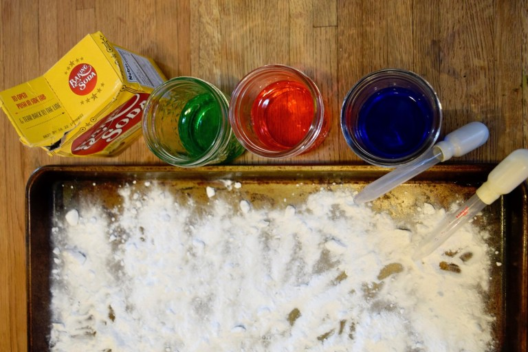 Mixing colors activities for homeschool preschool lesson - baking soda and vinegar science experiment. Ten Thousand Hour Mama