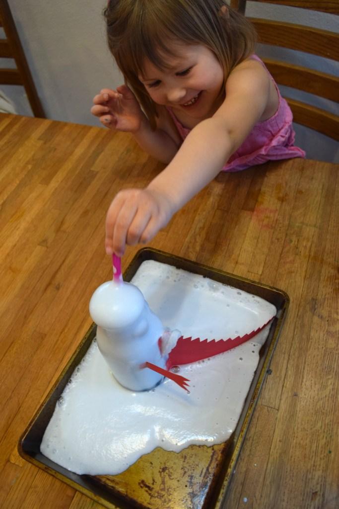 Mixing colors activities for homeschool preschool lesson - baking soda vinegar experiment. Ten Thousand Hour Mama