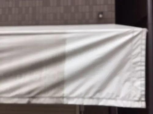 介護施設の劣化したテントのクリーニング効果 ビフォー&アフター
