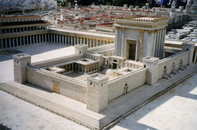 Model of the 1st century temple (wikiphoto by J. Cuadro)