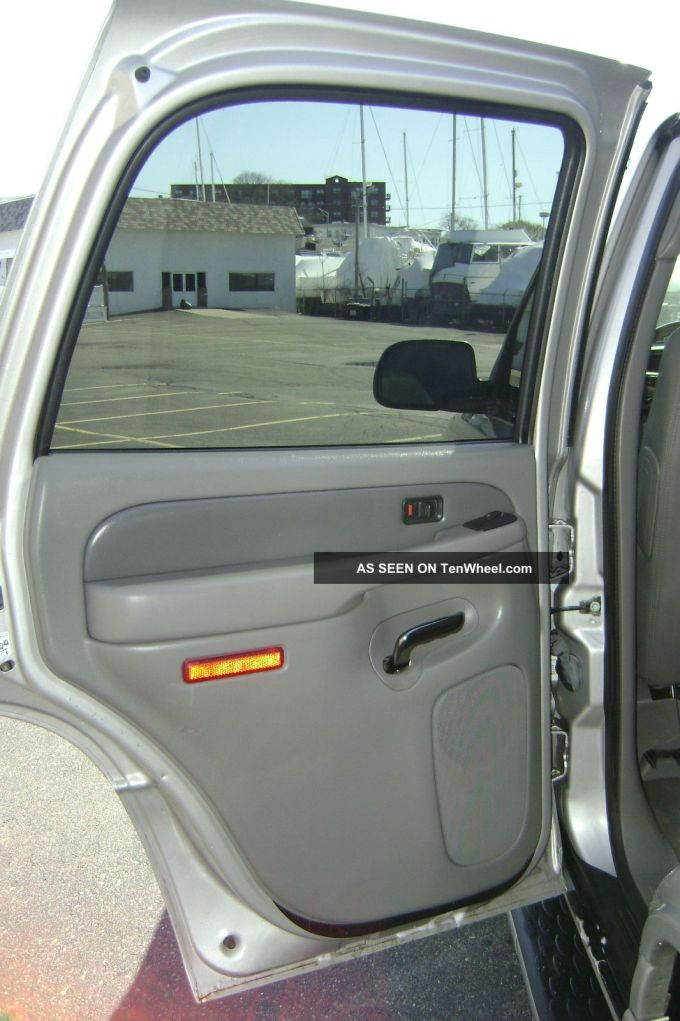 does the jeep grand cherokee have 3rd row seats. Black Bedroom Furniture Sets. Home Design Ideas