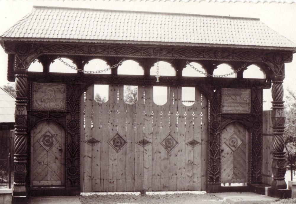 Imagini pentru porti maramuresene