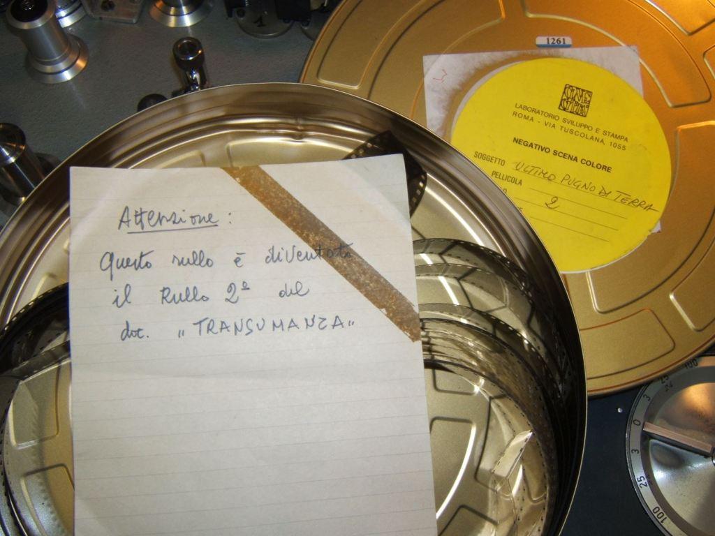 Un dettaglio delle bobine de L'ultimo pugno d terra, depositato in Cineteca Sarda